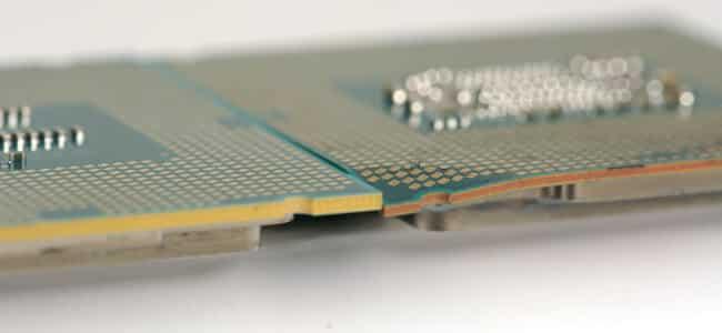 Illustration bendgate et épaisseur entre PCB Skylake très fin et plié face à un haswell
