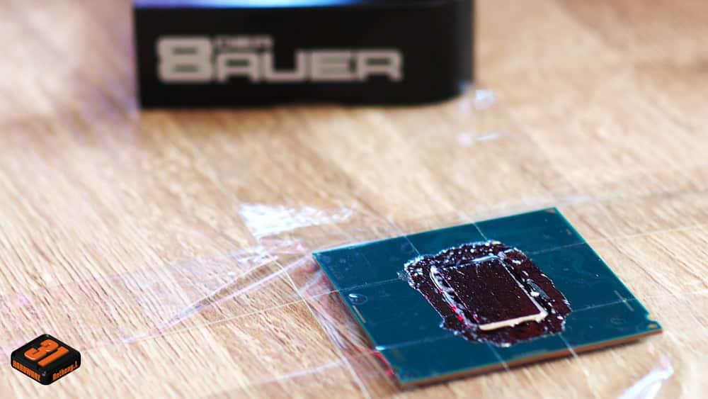 Application de la conductonaute coté PCB dans notre tutoriel DELID pour décapsuler votre processeur Intel en toute sécurité