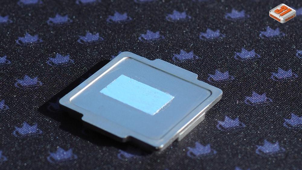 Application de la conductonaut coté IHS dans notre tutoriel DELID pour décapsuler votre processeur Intel en toute sécurité