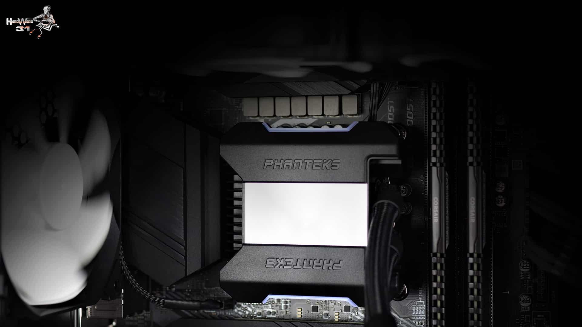 Le waterblock de l'AIO Phanteks glacier ONE utilisé dans ce montage client effectué avec le configurateur PC Hardware31