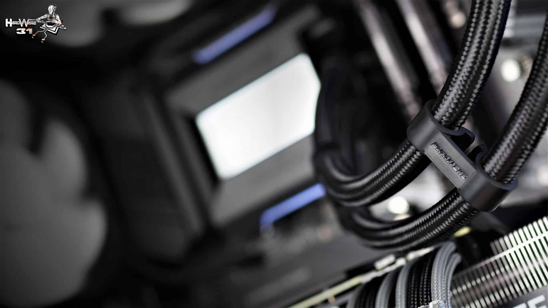 Les clips de l'AIO Phanteks glacier ONE utilisés dans ce montage client effectué avec le configurateur PC Hardware31