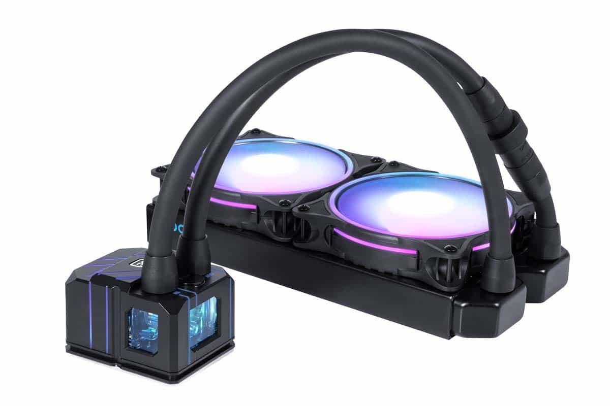 On distingue la taille de la pompe RGB qui équipe le Eisbaer Pro Aurora 240 mm