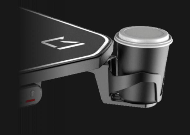 Le RGo DESK 140 est le plus premium des bureaux gamer REKT avec un support casque et gobelet