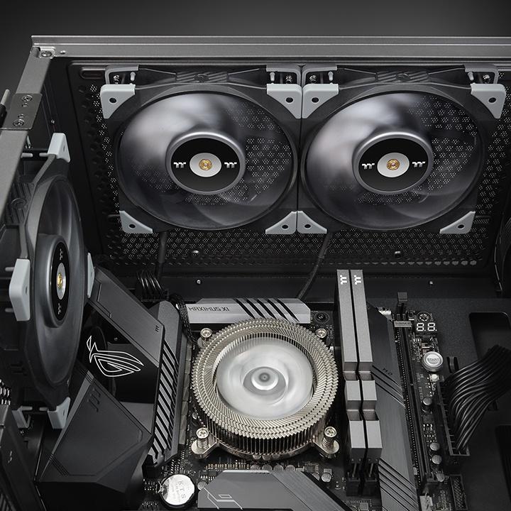 Thermaltake présente ses aio toughliquid ultra équipé des toughfan 12 turbo